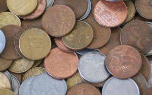 Imagem de moedas para ilustrar post sobre Como saber se meu nome está no SPC?