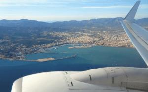 Imagem de avião para ilustrar post sobre reembolso de passagem aérea