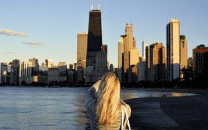 Imagem de uma turista em NY para ilustrar post sobre programa de fidelidade