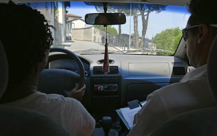 Imagem de teste de direção para post sobre como tirar carteira de motorista