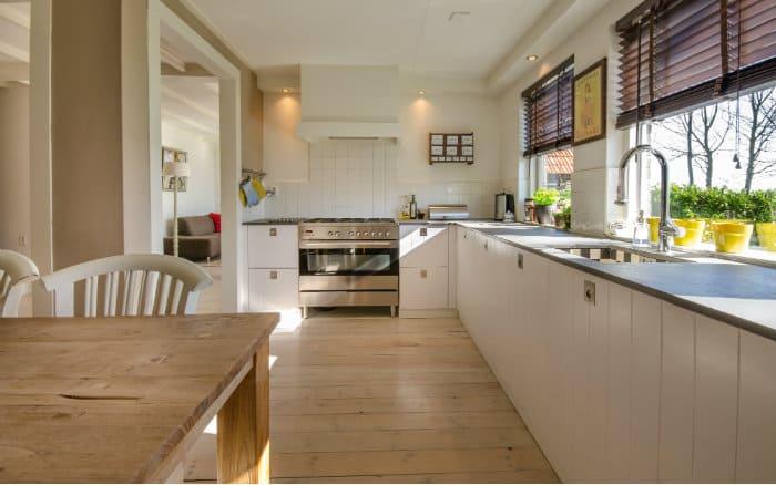 imagem de cozinha para post sobre organização da casa
