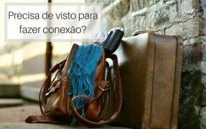 imagem de uma mala, bolsa e maquina fotográfica no chão com o texto: Precisa de visto para fazer conexão?