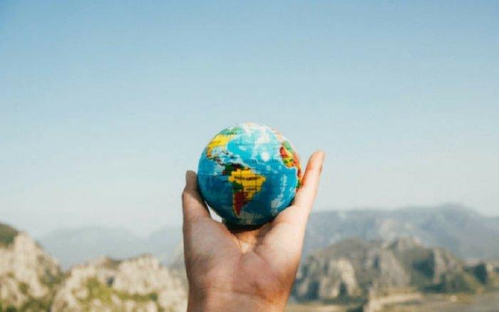 Imagem do globo terrestre para ilustrar post sobre viagem a trabalho