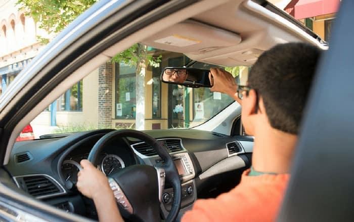 Imagem de motorista para ilustrar post sobre cnh gratuita