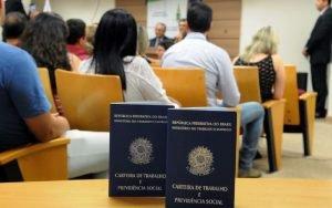 Imagem da carteira de trabalho para ilustrar post sobre Como declarar seguro desemprego no imposto de renda