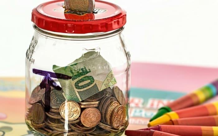 Imagem de pote com dinheiro para ilustrar post sobre melhor banco para poupança