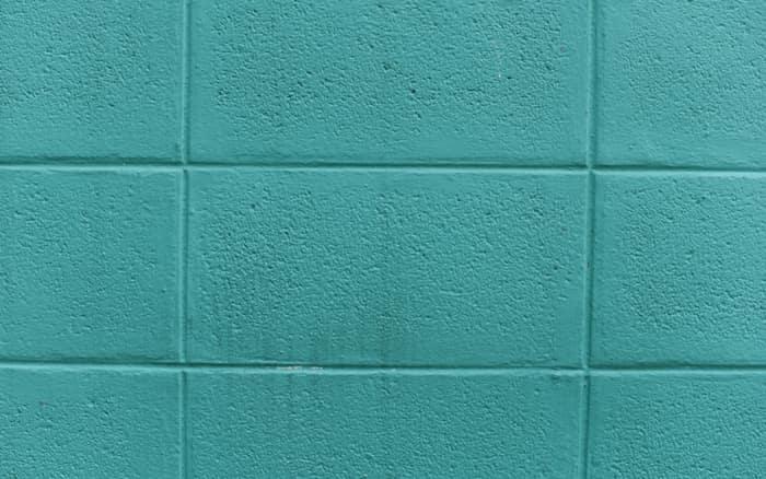 Imagem de azulejo azul para ilustrar post sobre decorar cozinha pequena pouco dinheiro