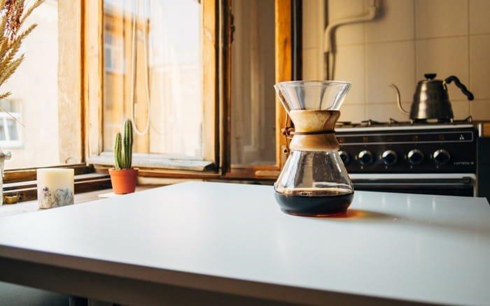 Imagem de cozinha para ilustrar post sobre decorar cozinha pequena com pouco dinheiro