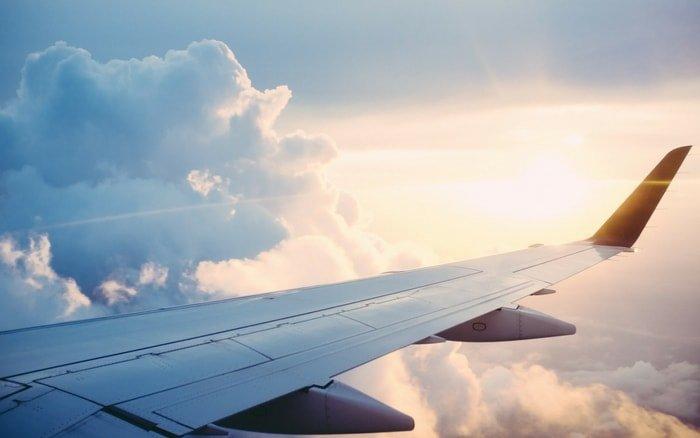 Imagem asa de avião para ilustrar post sobre melhores companhias aéreas brasileiras