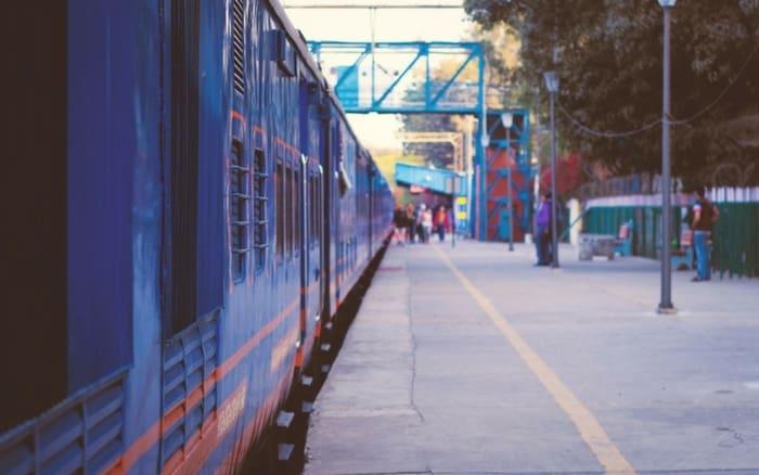 Imagem de trem parado para ilustrar post sobre estudar na europa