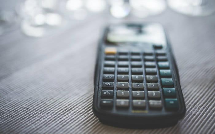 Imagem de calculadora ilustrando post sobre Tesouro Direto e Impostos