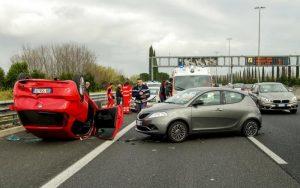 Imagem de acidente de carro para ilustrar post sobre violência no trânsito