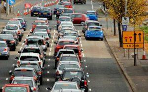 Imagem de veículos para ilustrar post sobre carro novo ou seminovo
