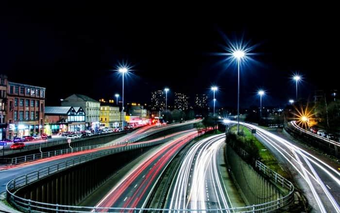 Imagem de auto estrada para ilustrar post sobre dicas para dirigir melhor