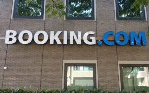 Imagem da fachada da booking.com ilustrando texto sobre como cancelar reserva booking
