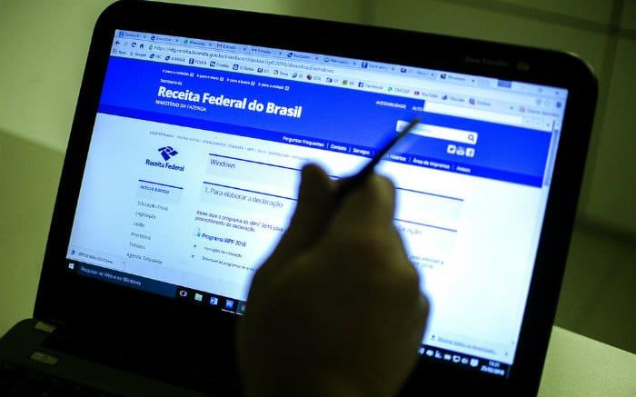 Imagem de tela de computador no site da Receita federal ilustrando texto sobre o que acontece se não declarar imposto de renda