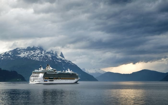 imagem de um cruzeiro no meio do mar preço viagem cruzeiro marítimo