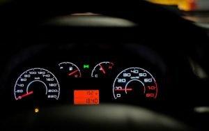 Imagem de painel de garro para ilustrar post sobre valor da multa de velocidade