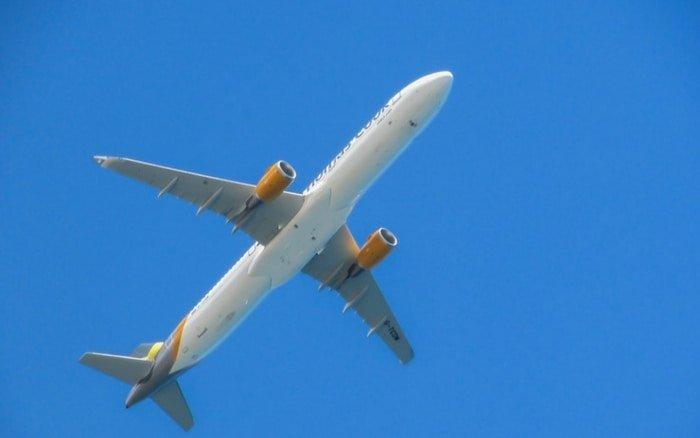 Imagem de avião para ilustrar post sobre clube de milhagem vale a pena