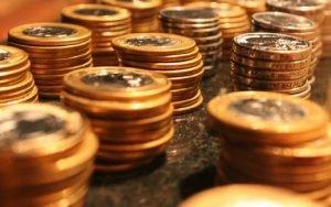 Imagem de moedas para ilustrar post sobre capitalização é investimento