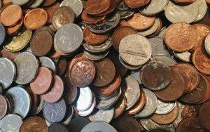 uma fotografia de moedas para ilustrar postagem sobre por que não consigo empréstimo