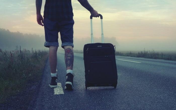 Imagem de um viajante para ilustrar post sobre evitar problemas seguro viagem