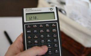 Imagem de calculadora para ilustrar texto sobre empréstimo para autônomo
