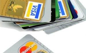 Imagem de cartões para ilustrar texto sobre os melhores cartões de crédito sem anuidade