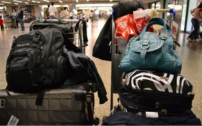 Imagem de malas de viagem ilustrando texto sobre bagagens inteligentes