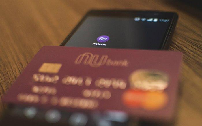 Imagem de cartão Nubank para ilustrar texto sobre Nubank Rewards