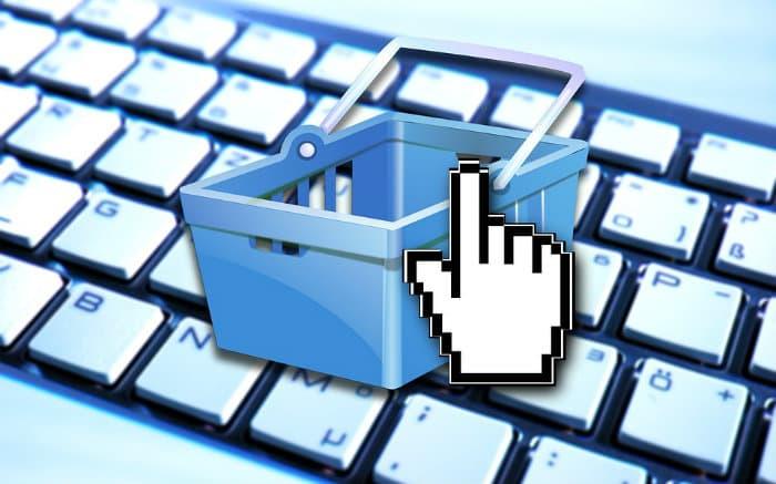Imagem de teclado e carrinho virtual de compras para ilustrar texto sobre cartão de crédito virtual