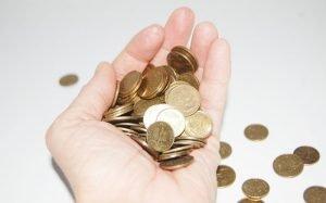Imagem de moedas para ilustrar texto sobre taxa de administração do consórcio