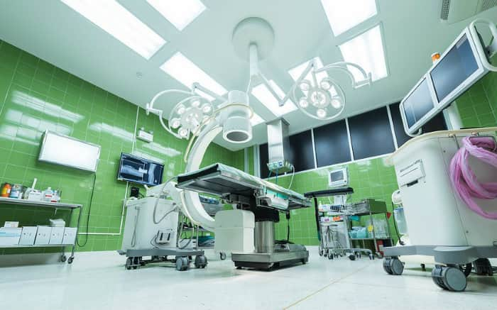 Imagem de sala de cirurgia para ilustrar texto sobre os melhores hospitais do Brasil