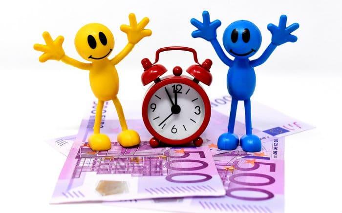 Desenho de dinheiro e relógio para ilustrar texto sobre tipos de consórcio