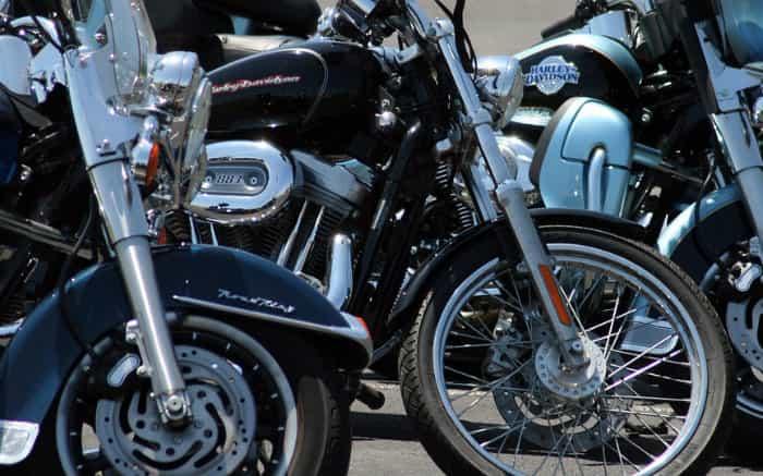 Imagem de motos para ilustrar texto sobre como funciona consórcio de moto