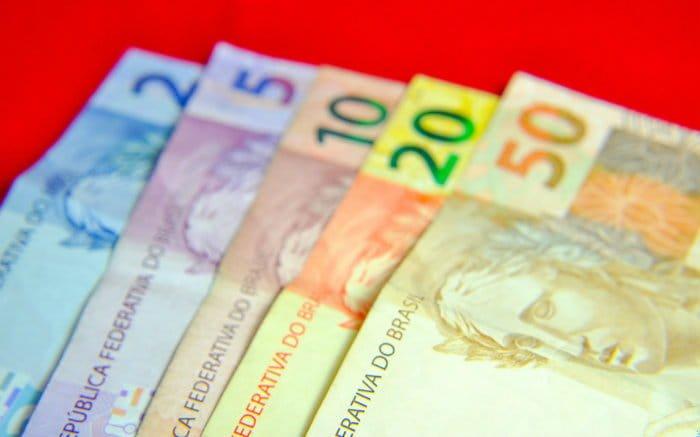 Imagem de notas de dinheiro para ilustrar texto sobre consórcio de dinheiro