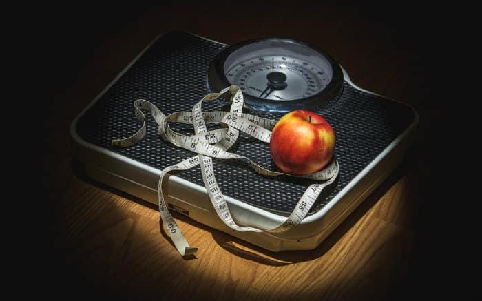 Imagem de balança para ilustrar texto sobre plano se saúde cobre cirurgia bariátrica