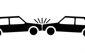 desenho de uma batida de carro para ilustrar texto sobre prazo para a seguradora consertar o veículo