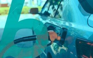 Imagem de carro abastecendo para ilustrar texto sobre melhores carros para instalar GNV