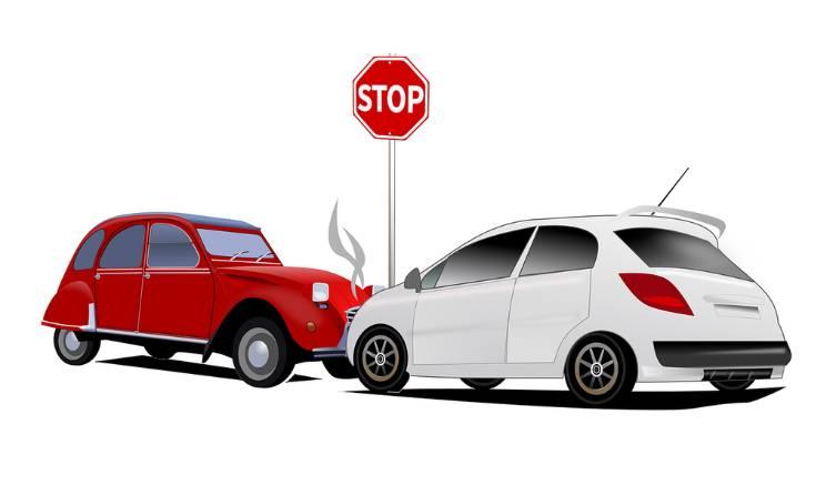 Imagem de carros batidos para ilustrar texto sobre declaração de entrega de veículo consertado
