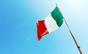 Imagem de bandeira da Italia para texto sobre viagem para Itália