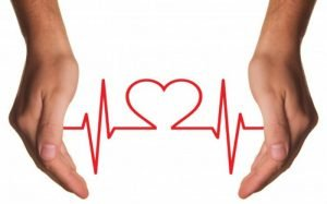 Imagem ilustrativa de mãos com símbolo do coração para ilustrar texto sobre SulAmérica Individual