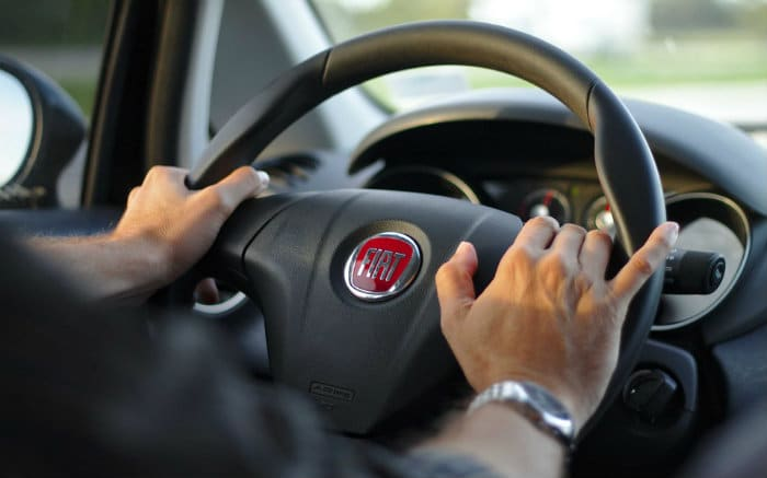 Imagem de volante de carro para ilustrar texto sobre franquia majorada