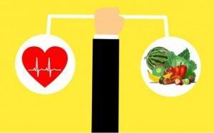 """Desenho de alimentos saudáveis e coração para ilustrar texto sobre """"plano de saúde cobre nutricionista"""""""