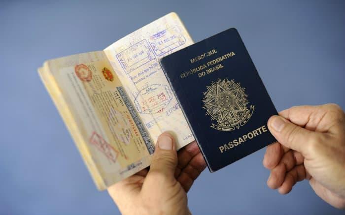Imagem de passaporte para ilustrar texto sobre carta convite para viajar,