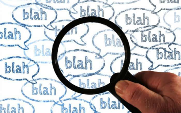 """Imagem de balões escrito """"bá, blá blá"""", para ilustrar texto que fala se convênio cobre fono"""