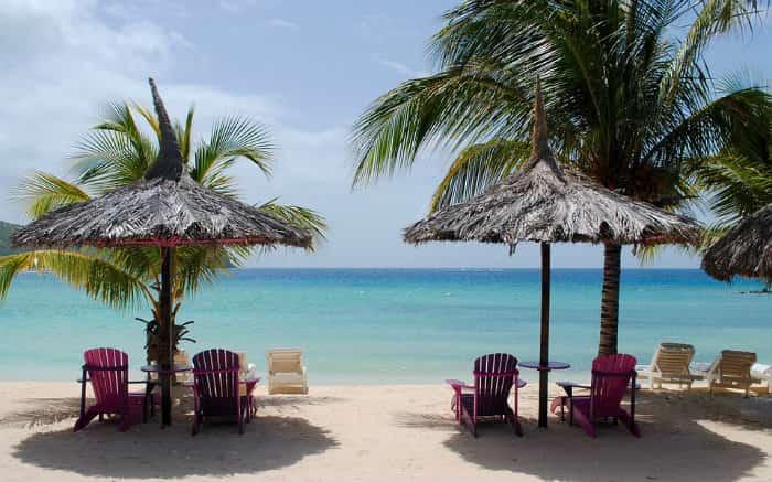 Imagem de praia para ilustrar texto sobre o melhor seguro viagem para o Caribe