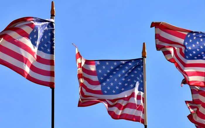 Bandeiras dos EUA para texto sobre melhor seguro viagem para os EUA