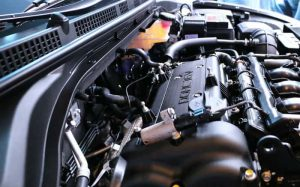 imagem de motor do carro para ilustrar texto sobre o que é bieleta e regulador de voltagem
