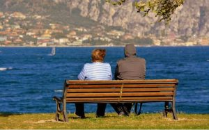 imagem de casal idoso para ilustrar texto sobre seguro de vida para idoso
